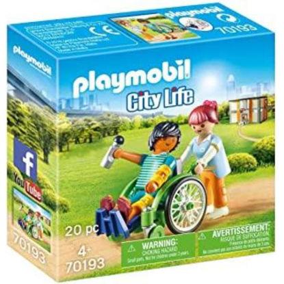 play70193-paciente-en-silla-de-rued